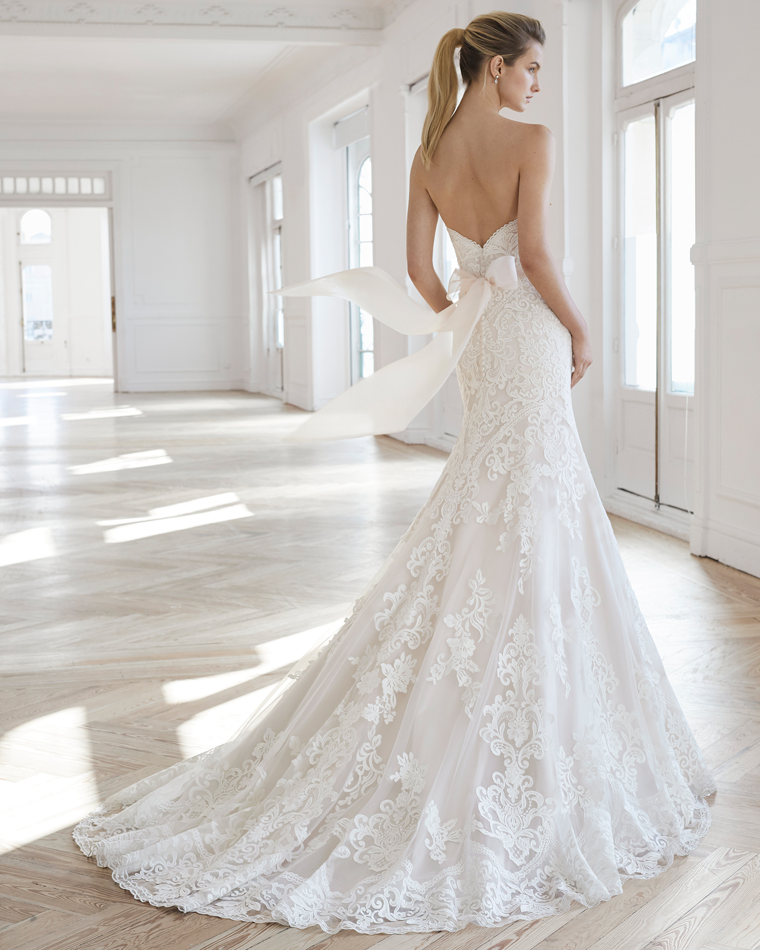 Aire Barcelona 2019 Wedding Dress Collection. Desktop Image